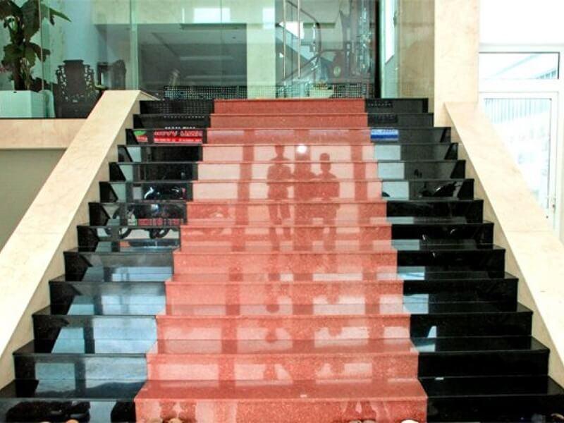 Cầu thang được đánh bóng sẽ ít bị mài mòn và ít phải bảo dưỡng hơn