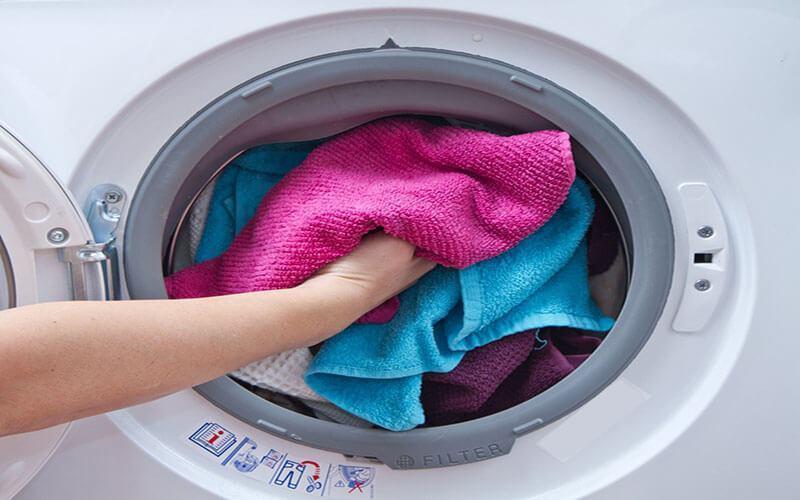 Vệ sinh thảm chùi chân đơn giản bằng máy giặt