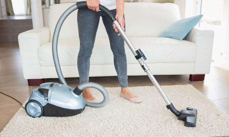 Sử dụng máy hút bụi cho thảm