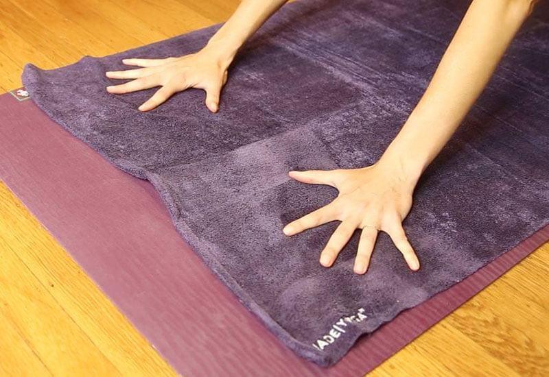 Thảm cần được sạch sẽ, thơm tho để tập yoga hiệu quả